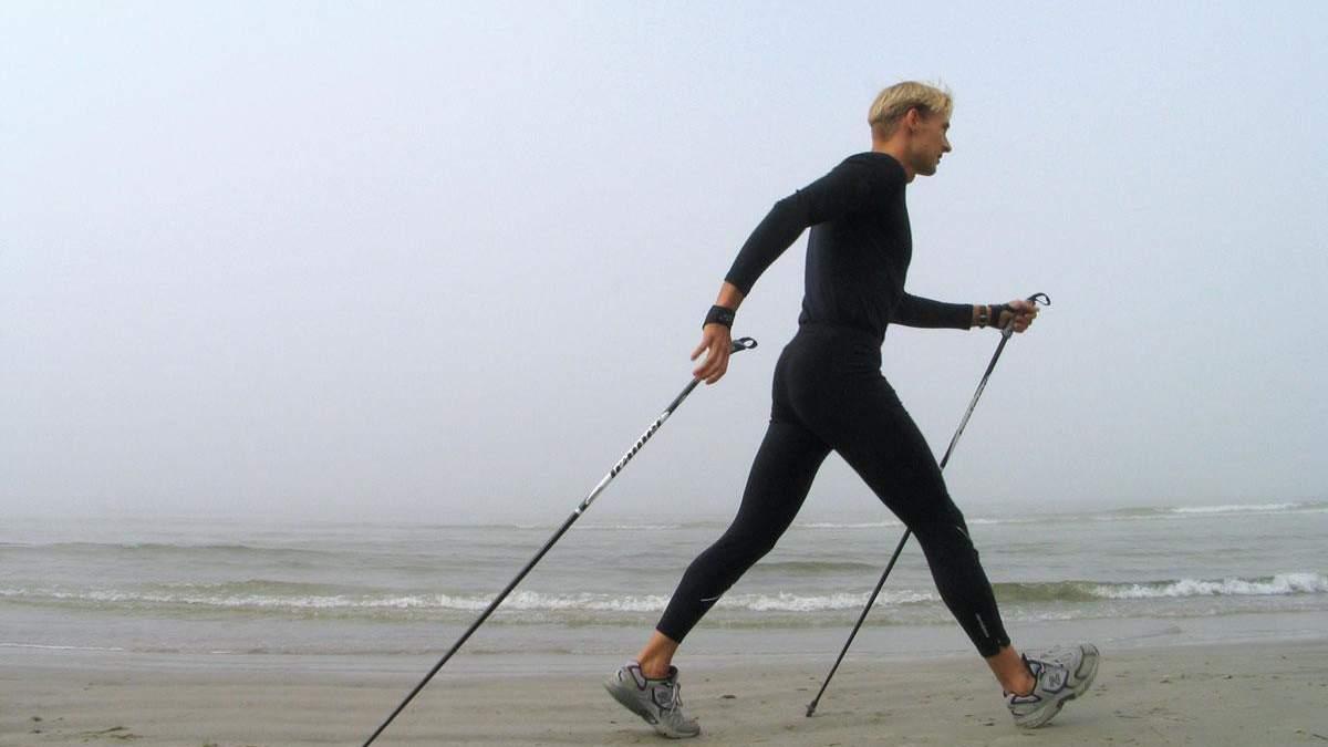 Займатися скандинавською ходьбою можна незалежно від сезону