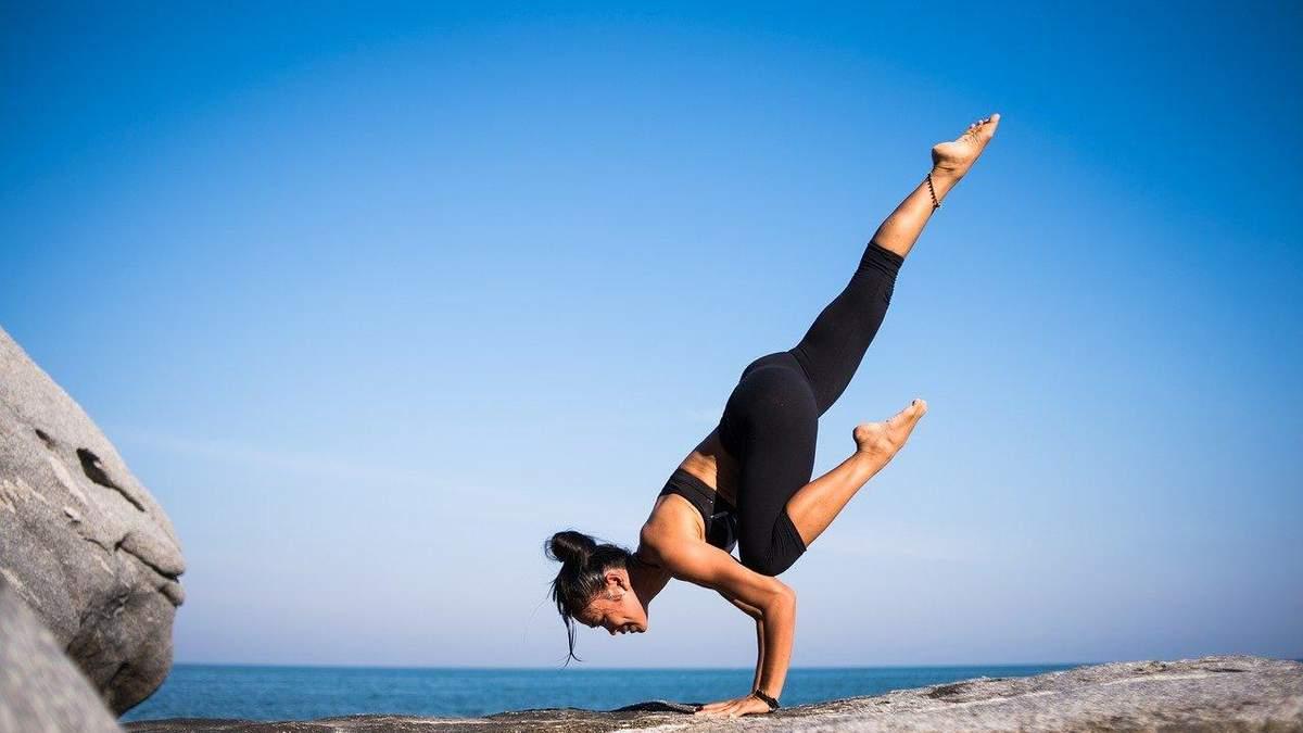 Який одяг потрібен для йоги: поради та приклади