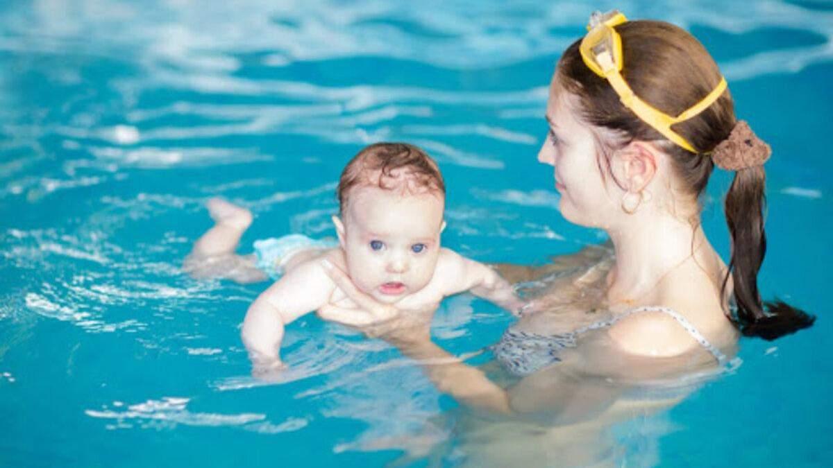 Плавання для новонароджених: переваги та користь для дітей