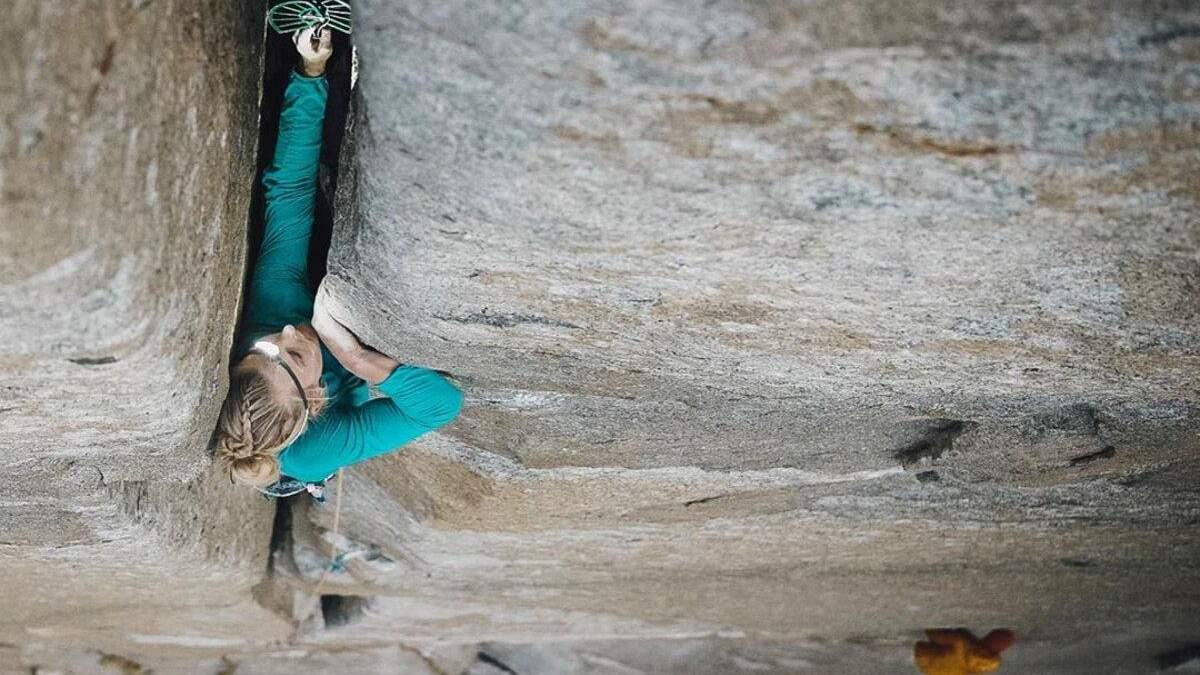 Рекорд: американка стала первой женщиной, которая прошла маршрут на скале Эль-Капитан за  день