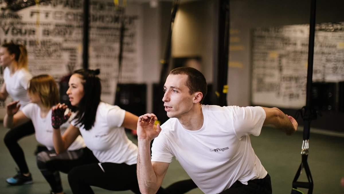 Висеть в воздухе и худеть: что такое тренировки TRX и кому они подходят