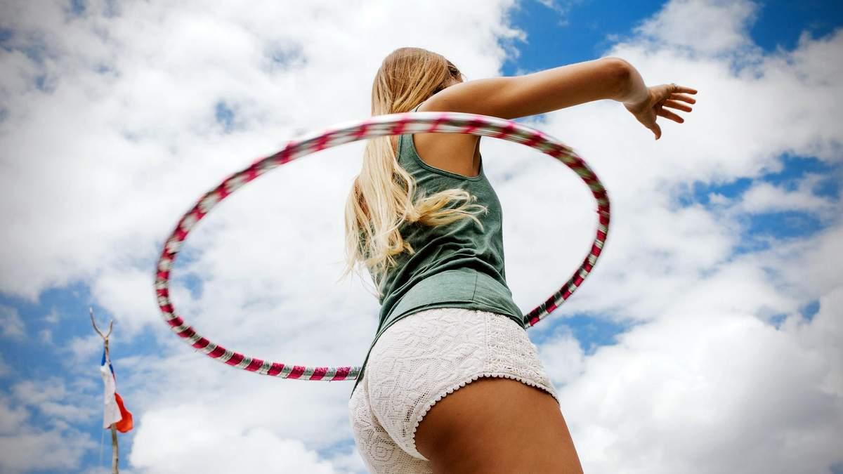 Міфи й правда про обруч: кому він допомагає схуднути