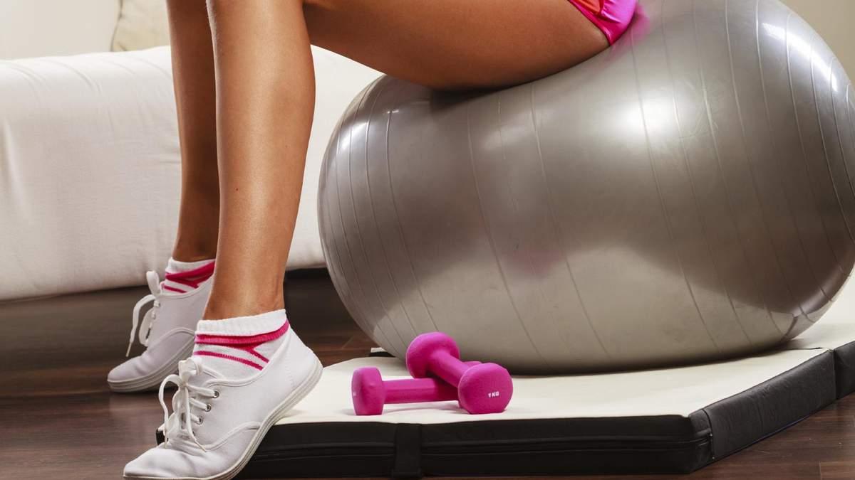 Как подкачать ягодицы без приседаний: упражнения с фитболом