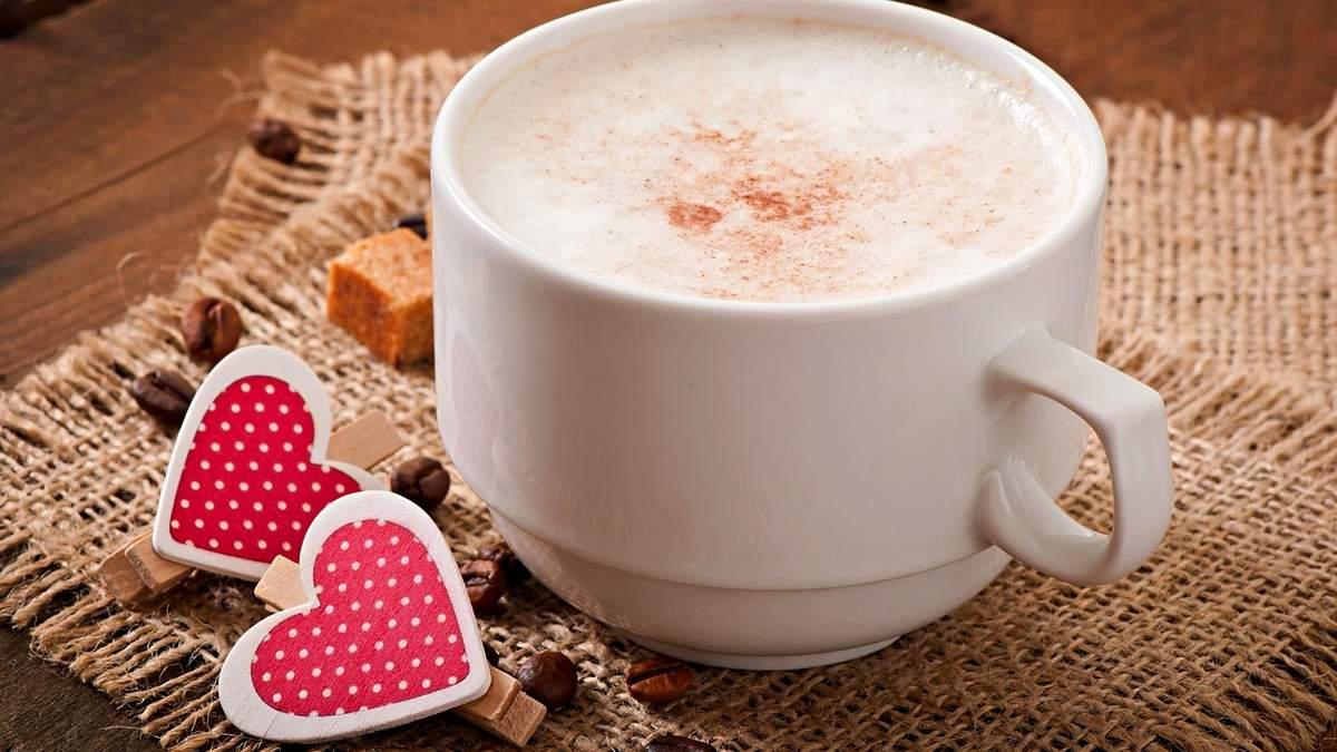 Кава з молоком: всі за і проти від дієтологині