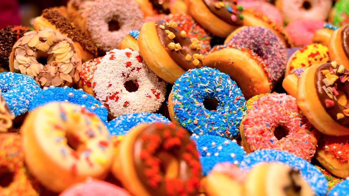 Почему зимой хочется сладкого: названы две главных причины