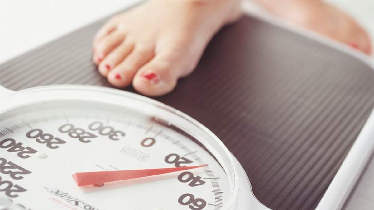 Поганий сон і ожиріння: дієтологиня пояснила зв'язок