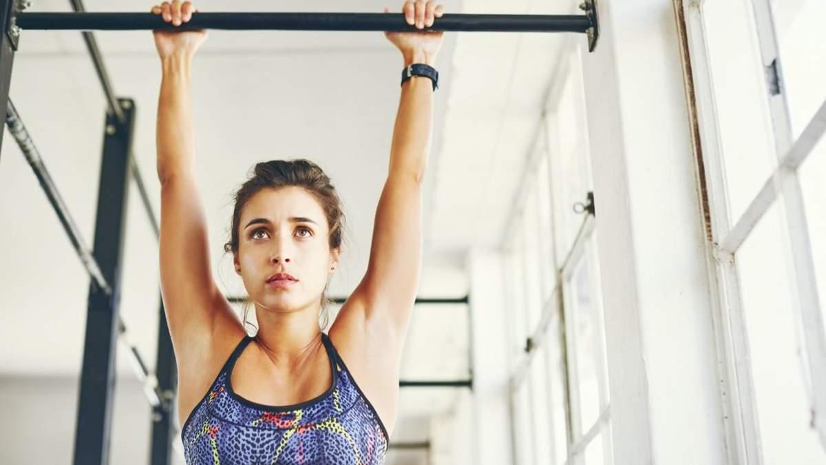 Якщо болить спина: чемпіонка показала найдоступнішу вправу
