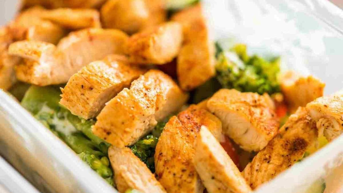 Корисний перекус на дієті: що можна з'їсти на 200 калорій