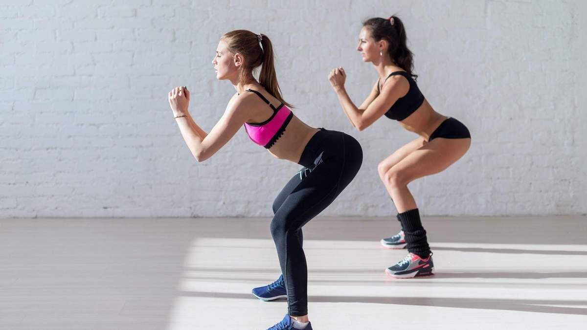 Упругие ягодицы: мастер спорта показала ТОП-10 упражнений для дома и зала
