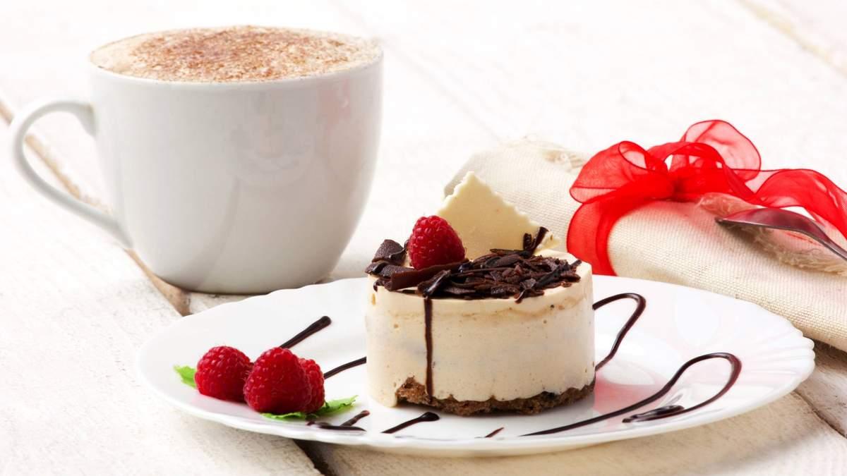 Чи можна їсти солодке при схудненні: дієтологиня пояснила підступ
