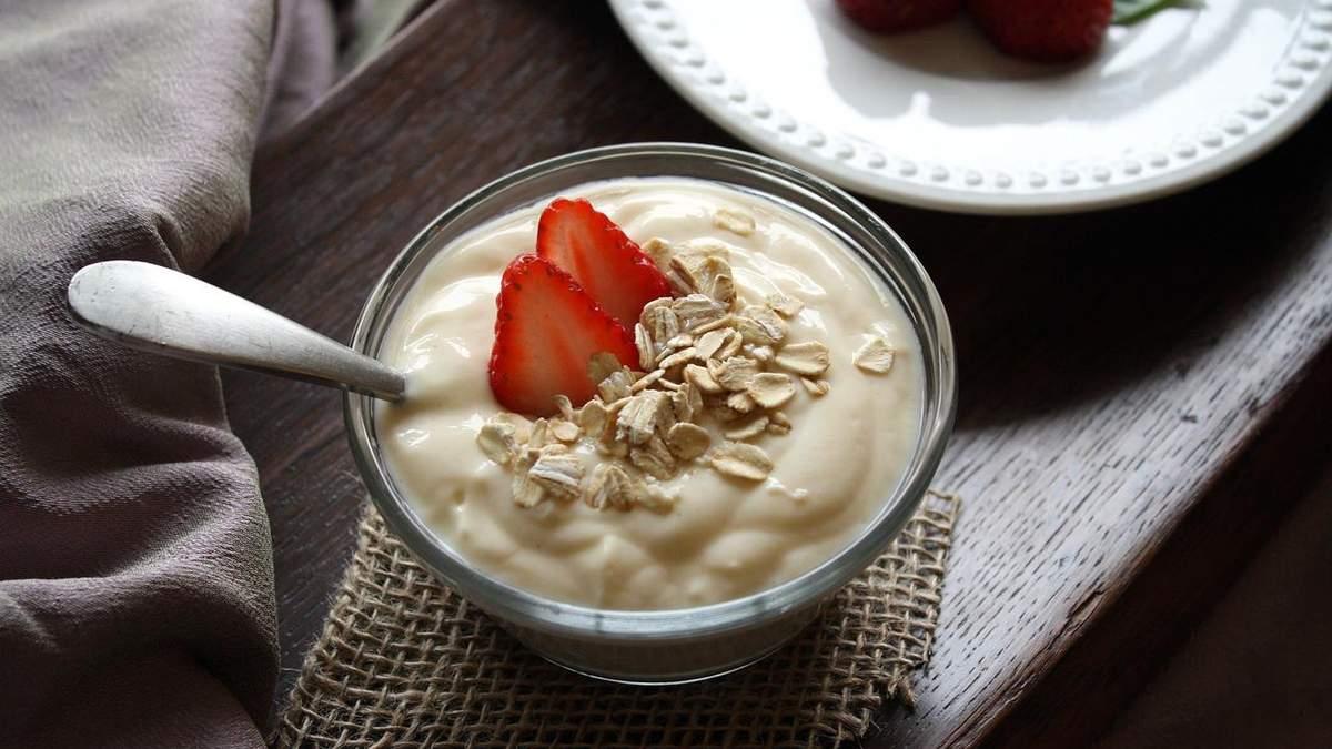 Позитивні та негативні наслідки вживання йогурту