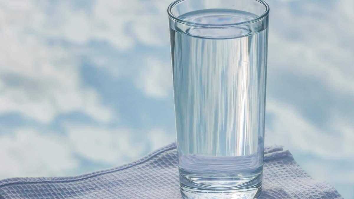 Навіщо пити багато води: названі 7 важливих причин