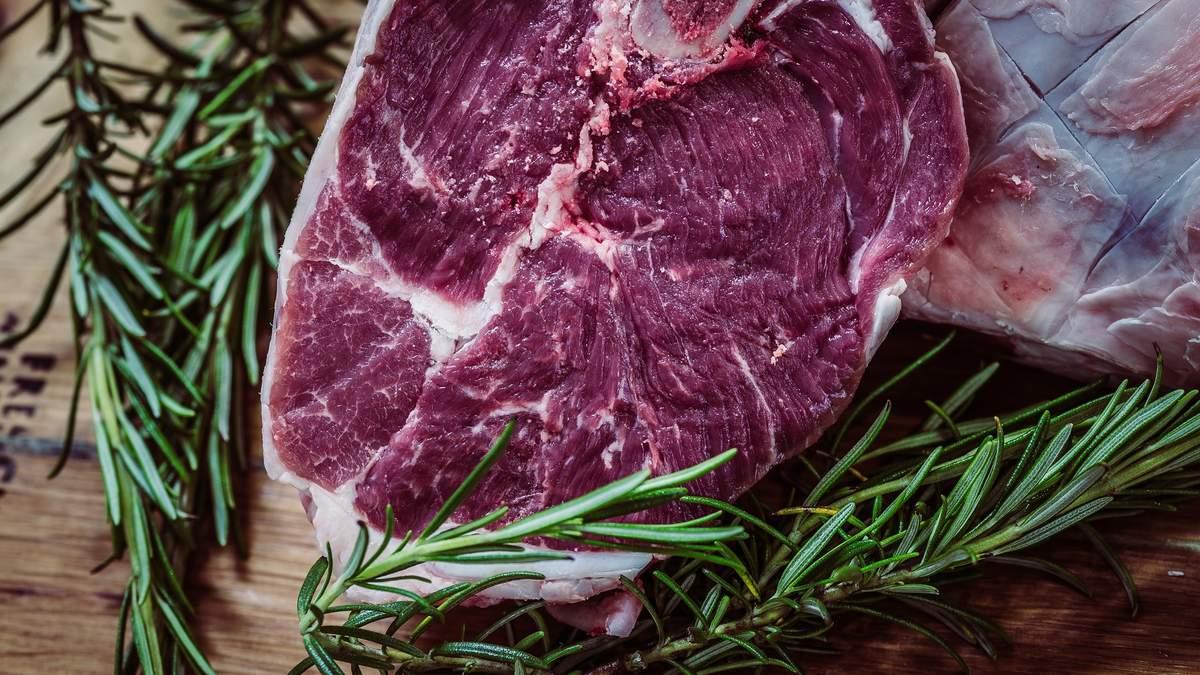 У чому небезпека червоного м'яса і що може його замінити