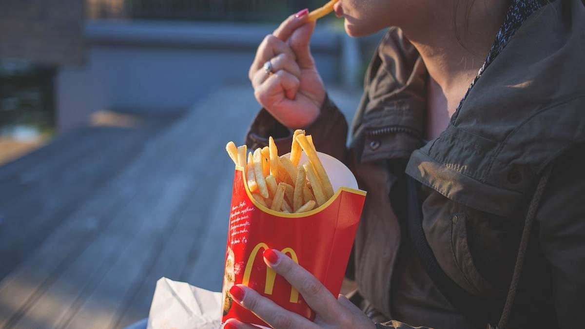 Чому ви постійно хочете їсти: 7 основних причин