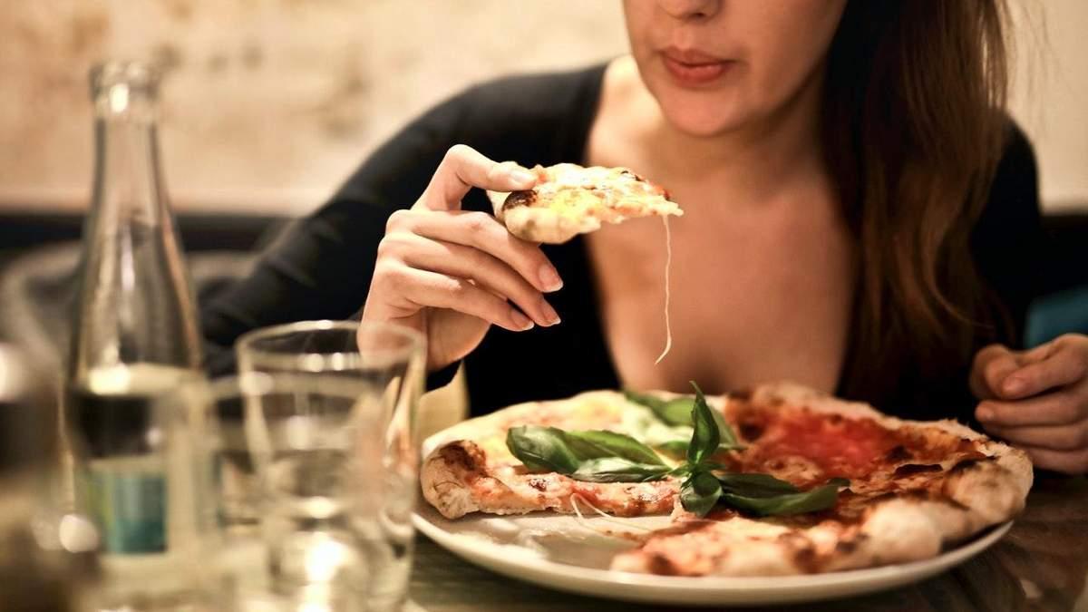 Що не можна їсти на ніч: приклади здорової вечері