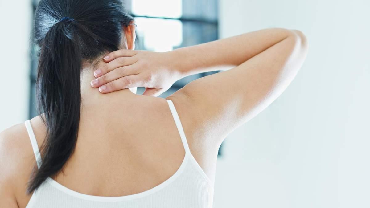 Простое упражнение на шею, которое можно выполнять где угодно: видео