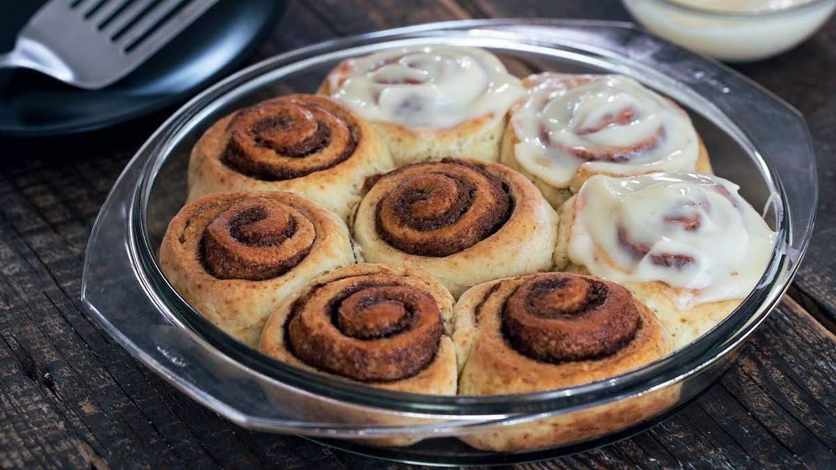 Простой рецепт творожных булочек с корицей от диетолога