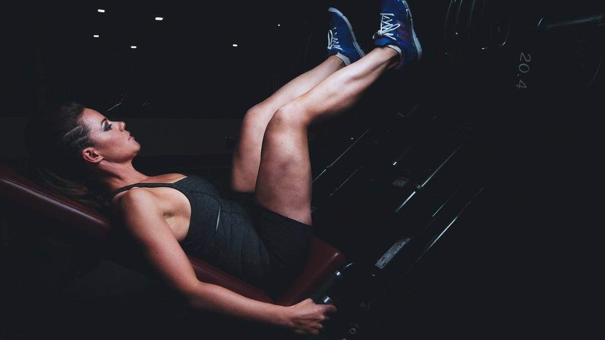 Как накачать бедра после 40: комплекс эффективных упражнений на видео