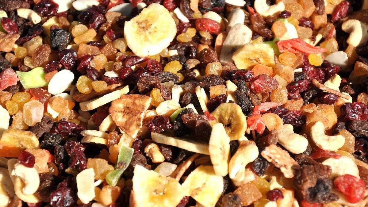 Як правильно їсти сухофрукти під час схуднення: поради дієтологині