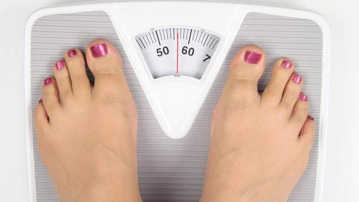Чому вага змінюється протягом дня: 5 причин, які варто знати всім