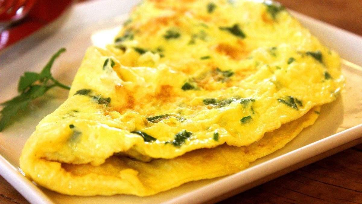 Рецепти омлетів: як приготувати здорорвий сніданок з яєць