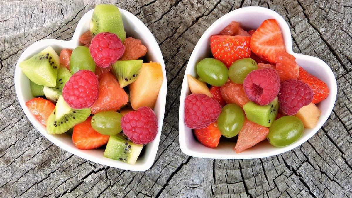 Фрукти та ягоди при зниженні ваги: як їх правильно вживати