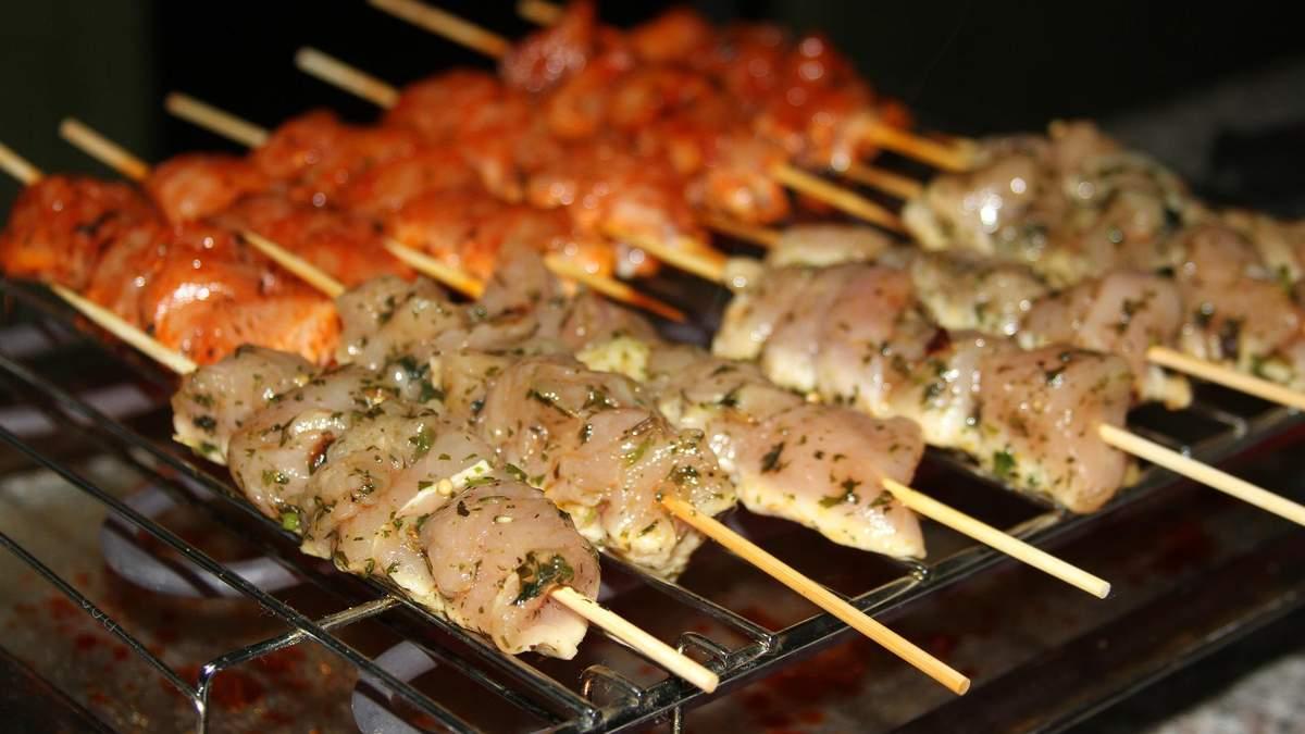 Шашлик із птиці: 4 способи смачно замаринувати м'ясо