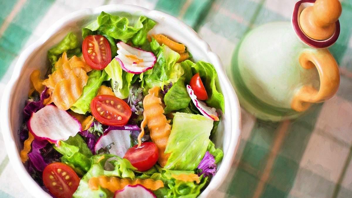 Якими смачними салатами побалувати сім'ю: 3 простих покрокових рецепти