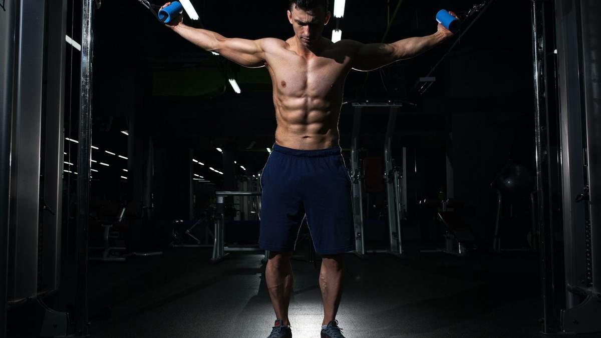 4 ефективні вправи на плечі для дому та тренажерного залу: відео