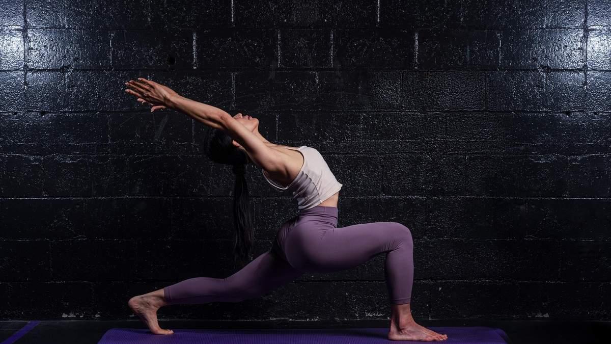 Боковые выпады: тренер показал, как правильно выполнять упражнение