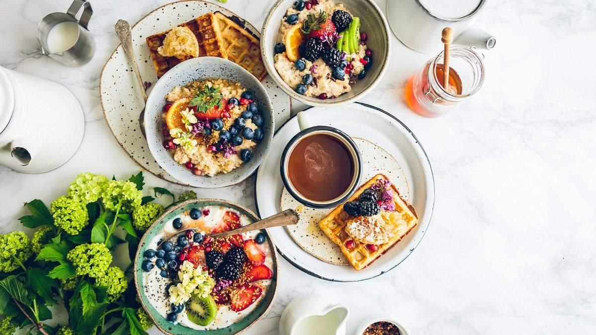 Що не можна їсти на сніданок: дієтологиня розвінчала популярні міфи