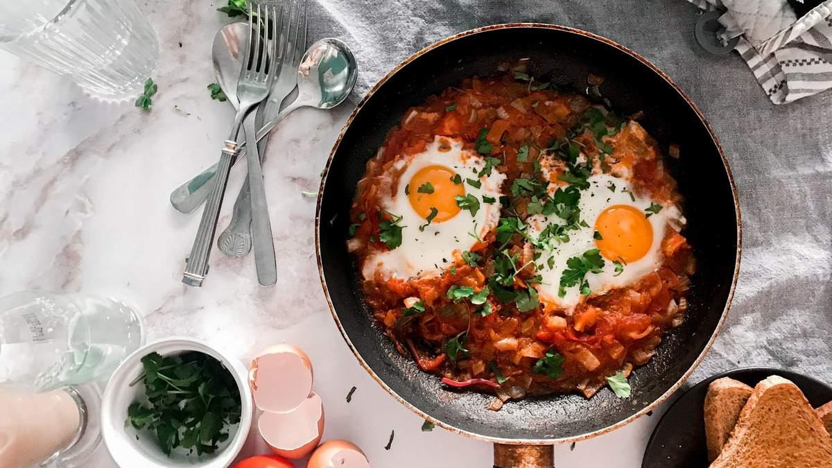 Шакшука: быстрый рецепт израильского блюда для завтрака – видео
