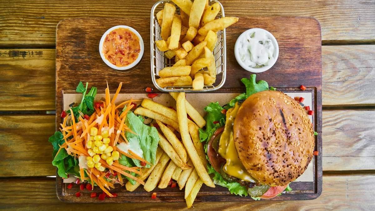 Что убрать из рациона в жару: нутрициолог назвала перечень продуктов