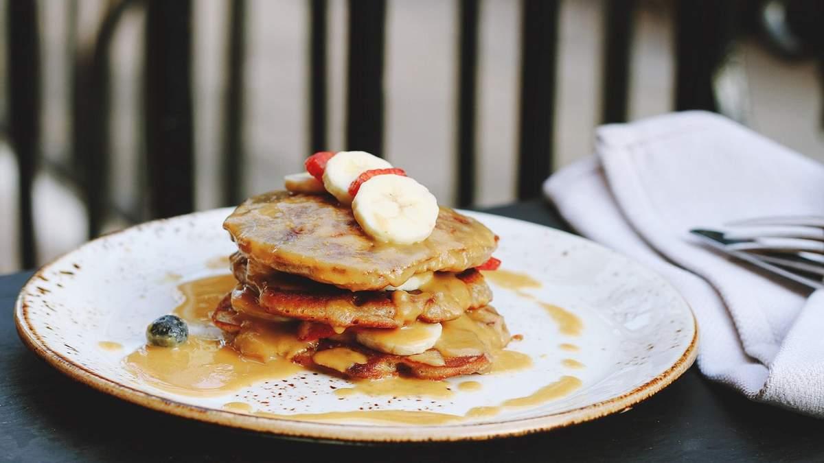 Что приготовить на завтрак: быстрый рецепт банановых оладий
