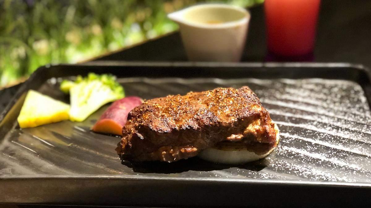 Як запекти свинину у цитрусово-медовому соусі: смачний рецепт
