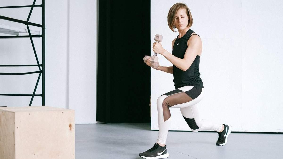 Домашнє кругове тренування: вправи на сідниці, плечі та прес – відео