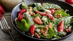 Неймовірно смачний салат за 5 хвилин: що потрібно та як приготувати