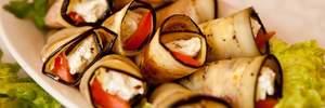 Простий рецепт на вихідні: овочеві рулети з куркою та сиром