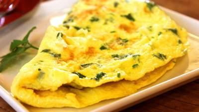 Для любителей завтраков из яиц: подборка рецептов здоровых омлетов