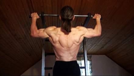 Ідеальні плечі: відомий тренер показав потужні вправи
