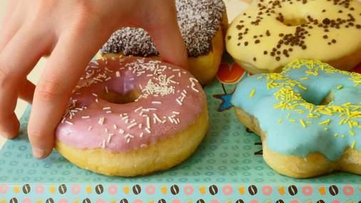 Прятать еду и обвинять: как не стоит себя вести, если у вашего ребенка есть избыточный вес