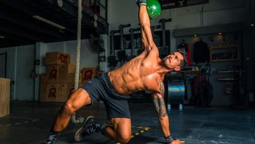 Краткий суперсет упражнений для косых мышц живота: тренировка для выносливых – видео