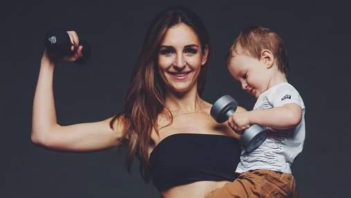 """Тренировка с ребенком на руках: как выполнять упражнения в формате """"мама + малыш"""" – видео"""