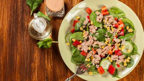 Що приготувати на вечерю: легкий літній салат для всієї родини