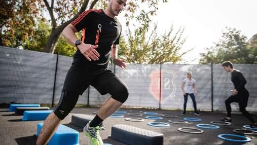 Сет энергичных упражнений для тренировки на свежем воздухе: видео