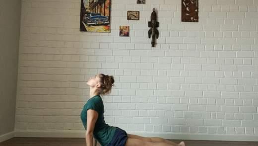 Убрать двойной подбородок и морщины за две минуты в день: эффективное упражнение из йоги
